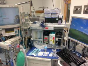 Anæstesiapparat på operationsstuen med 3 forskellige fordampere
