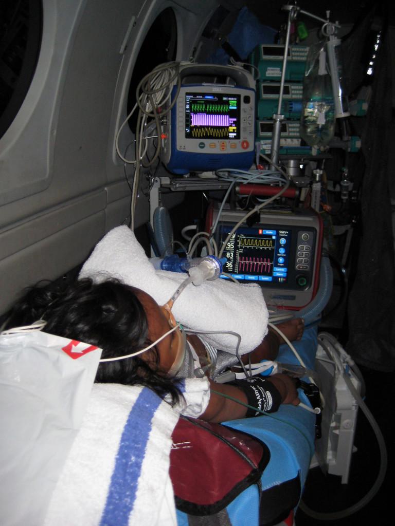 """""""Keep it simple""""! Transportpakning af intuberet, kritisk syg patient i RFDS B2o Kingair fra Mount Isa til Townsville."""